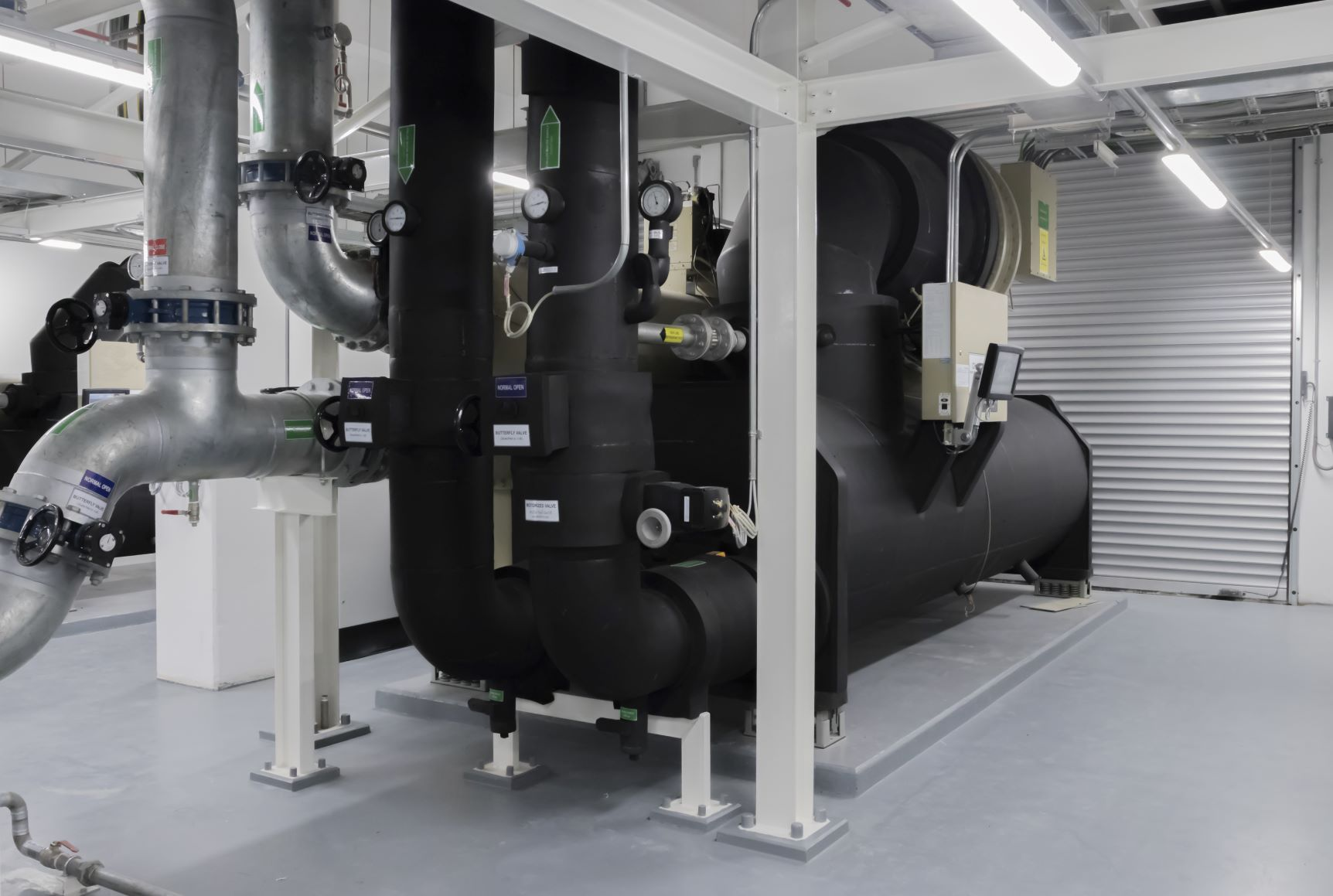 EES_Chiller_ProducesChilledWaterForBuildingCooling-1